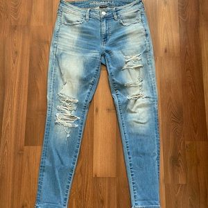 American Eagle distressed jeans (short)